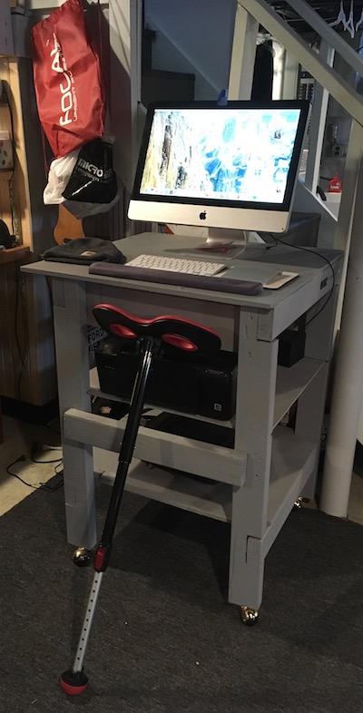 Mogo Seat Standing Desk